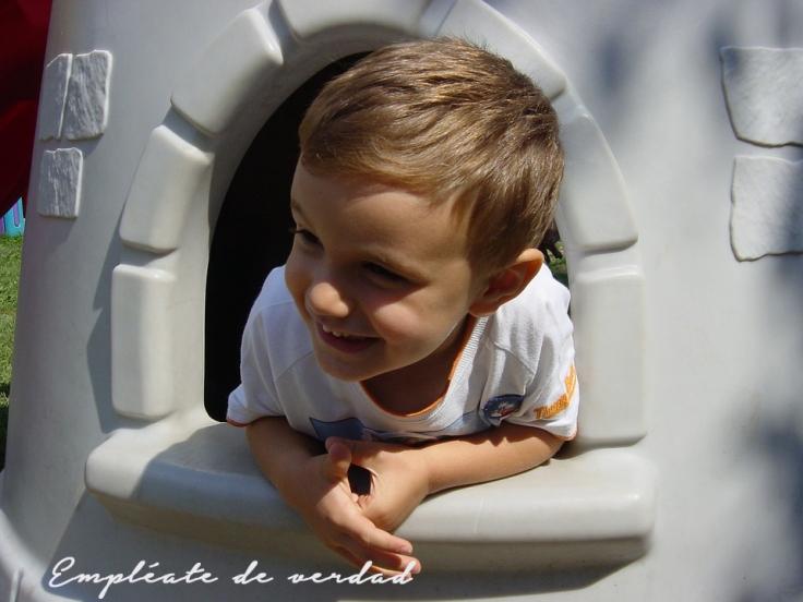niño jugando post